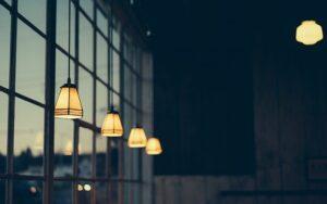 Pasillo: ¿cómo elegir la iluminación?